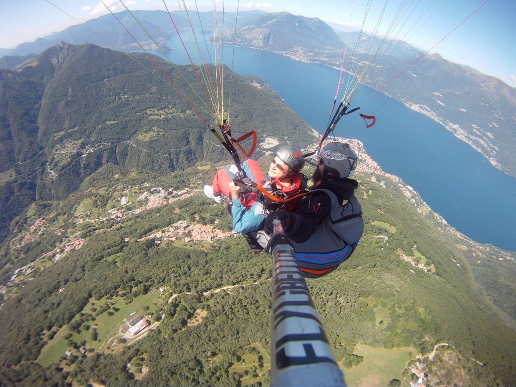 In parapendio all'Alpe Giumello