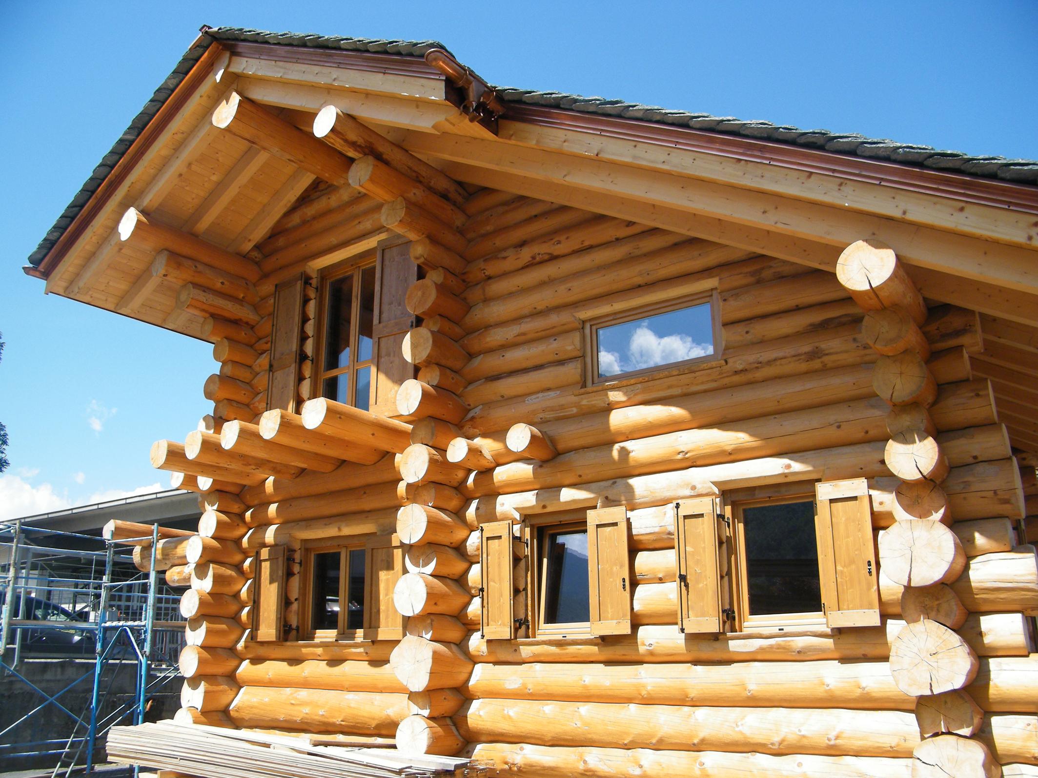 Malugani lavori in fune e costruzioni speciali lago di for Case di tronchi di blocchi di legno