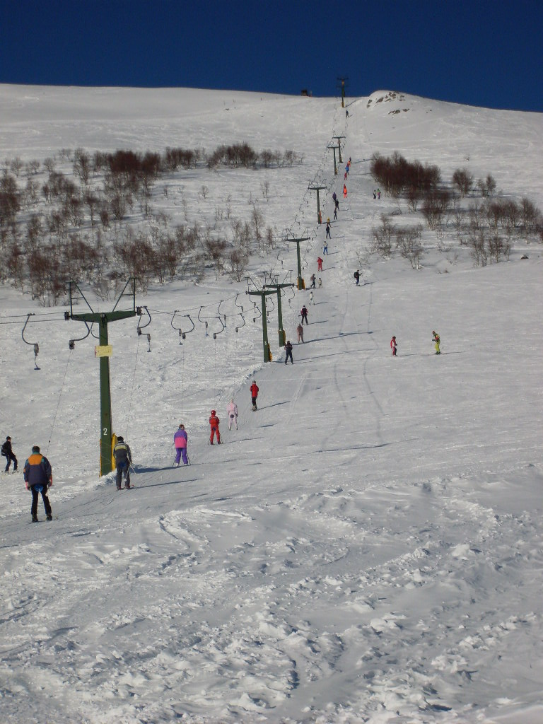 Skiing at Alpe Giumello