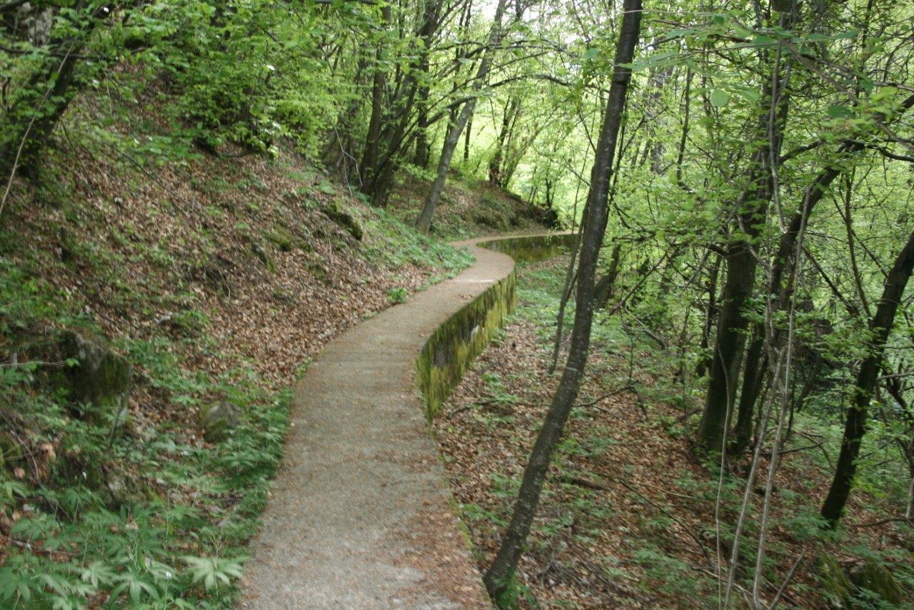 Ponte della vittoria e canale moto guzzi lago di como e for Piani di ponte ottagonale