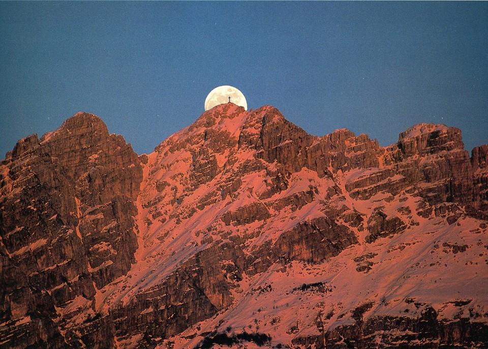 Ciaspolata notturna sul Resegone con guida alpina